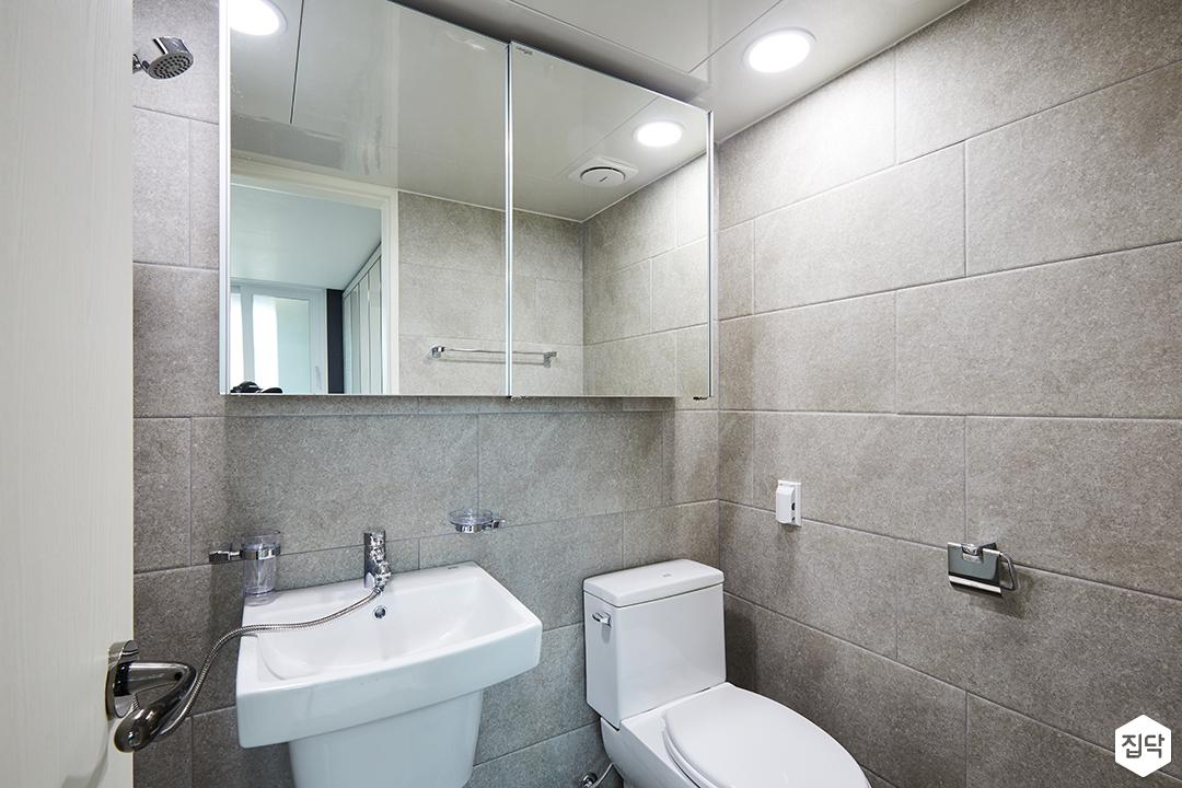모던,심플,욕실,마블패턴,슬라이딩거울장,세면대,양변기
