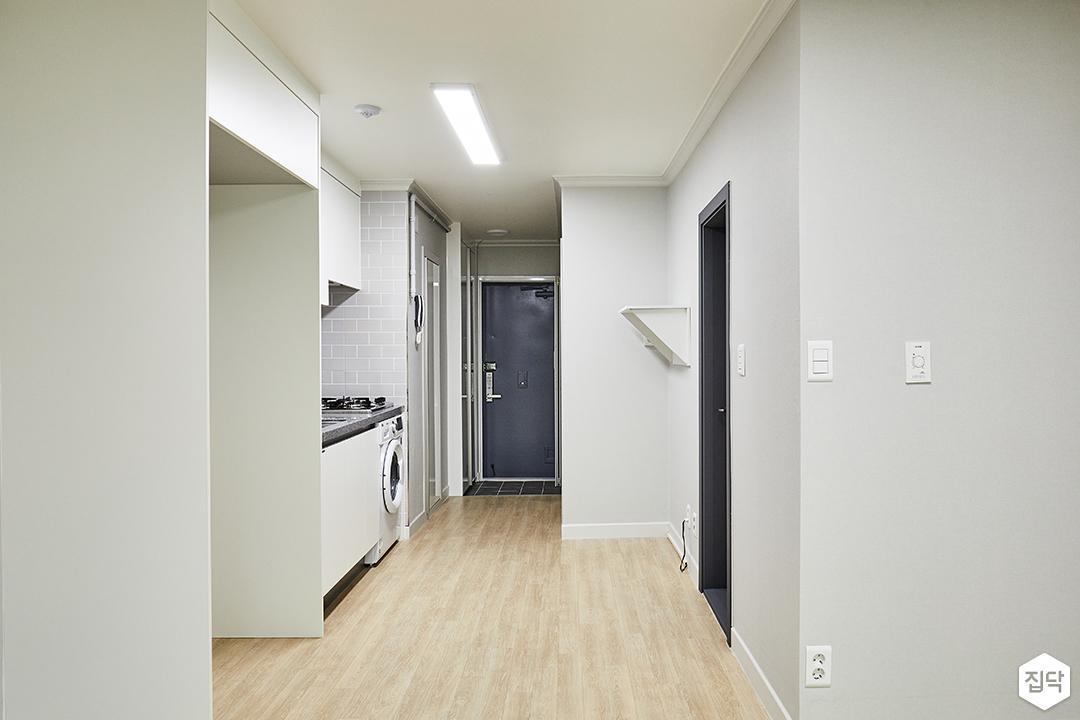 거실,화이트,심플,냉장고장,장판,그레이벽지,슬림엣지LED