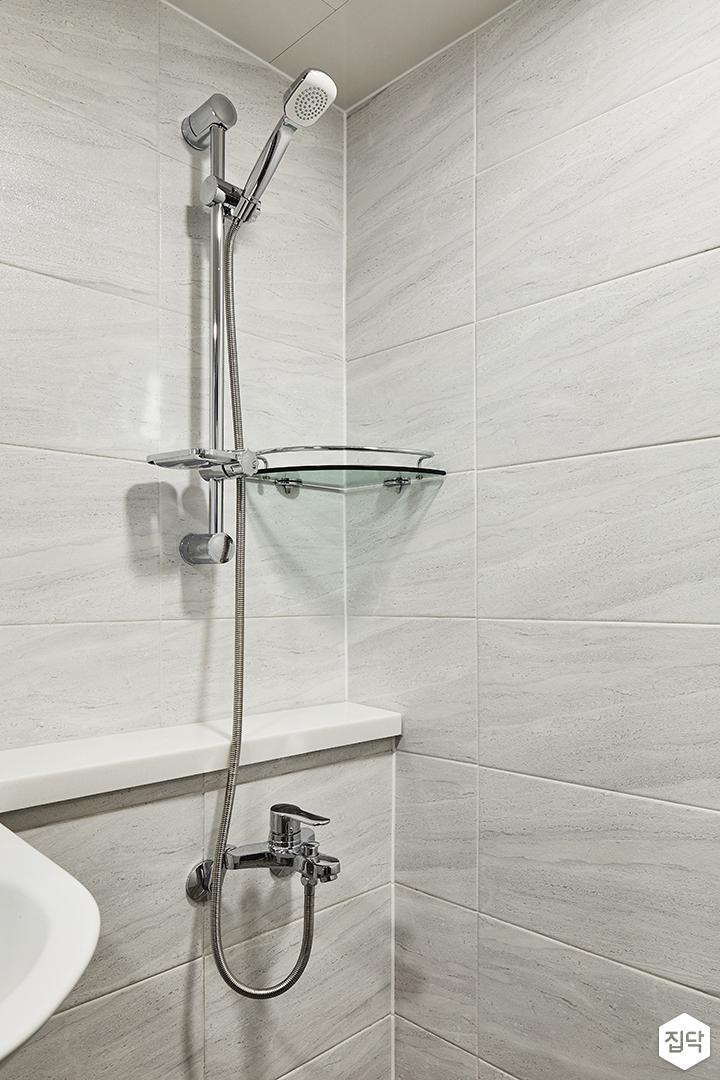 욕실,그레이,모던,젠다이,코너선반,샤워기,마블패턴