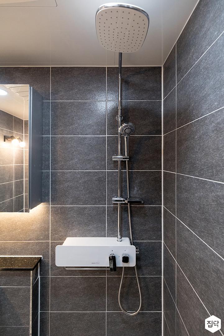욕실,블랙,심플,간접조명,해바라기샤워기