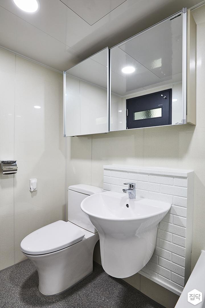 모던,심플,화이트,욕실,슬라이딩거울장,양변기,세면대,벽돌타일