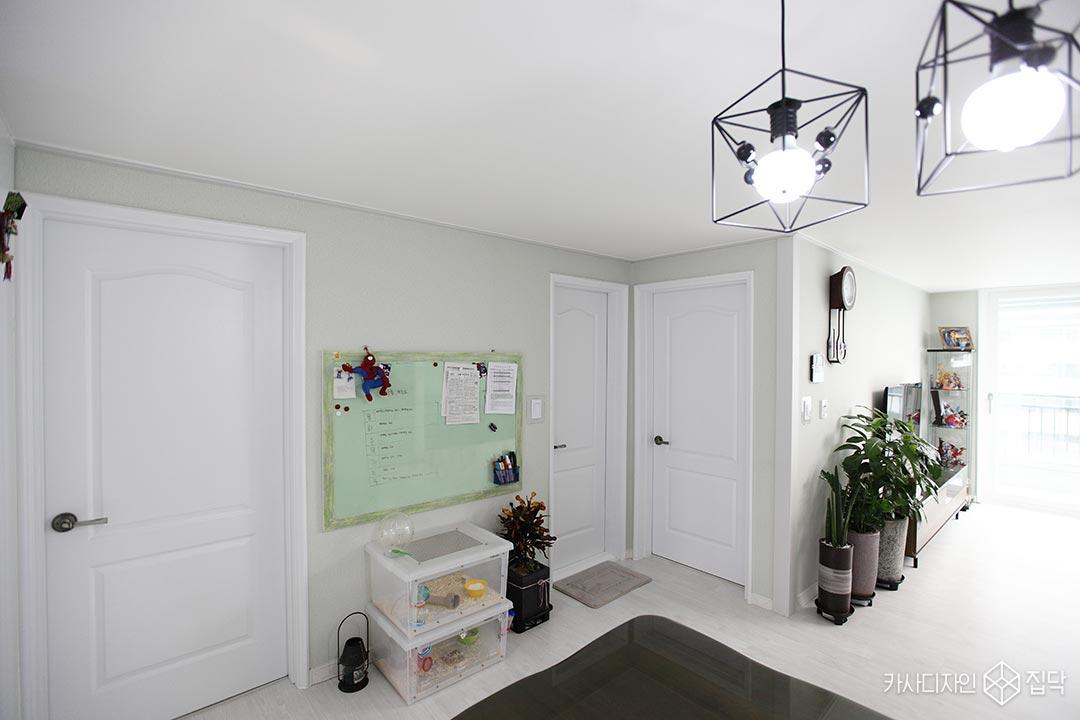 ABS도어,화장실도어,화이트,백색페인트,디자인조명