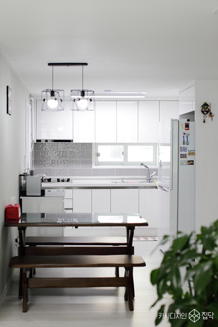 화이트,주방,싱크대,식탁가구,디자인조명