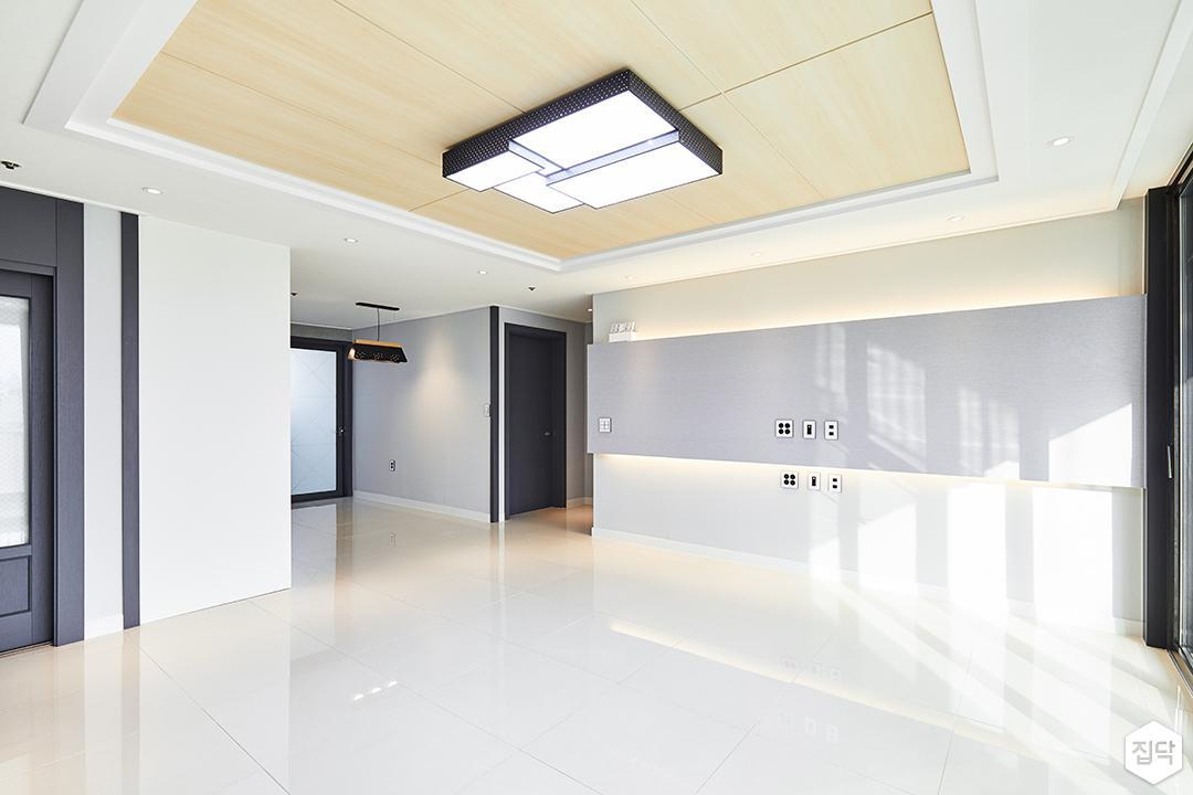 거실,화이트,심플,그레이,아트월,간접조명,우물천장,LED조명