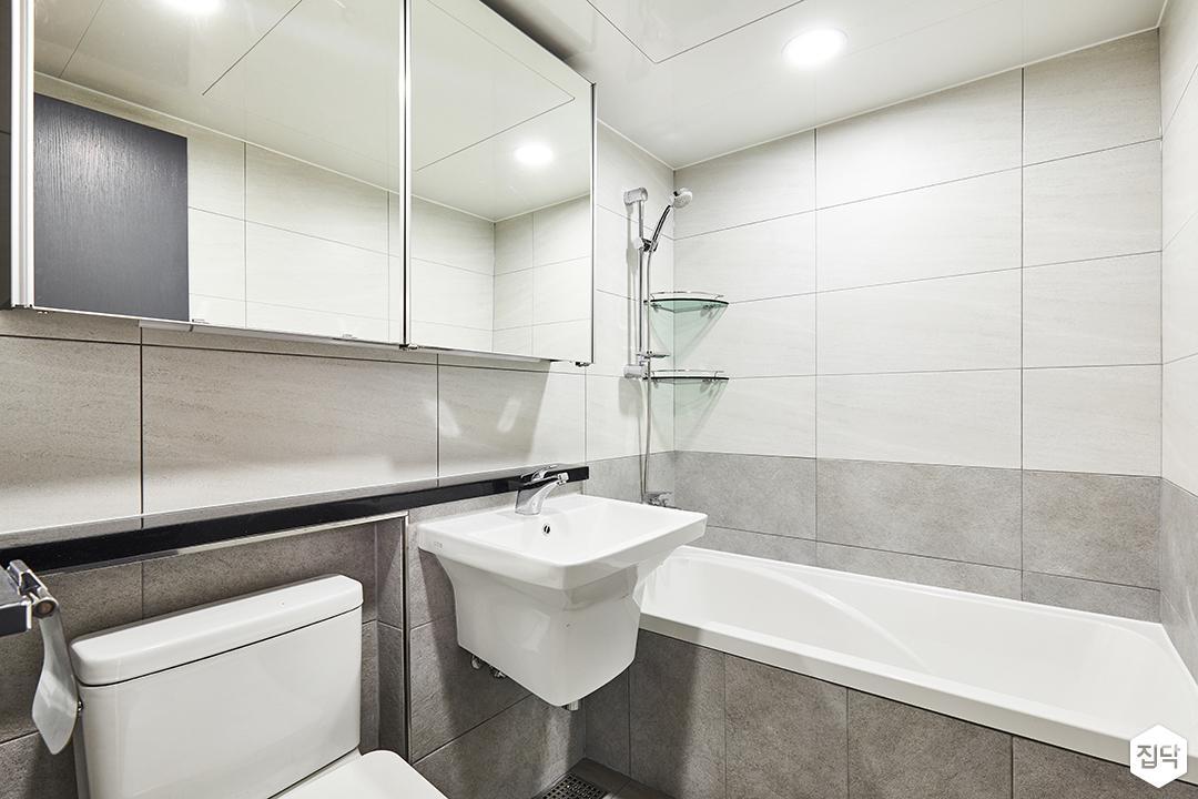욕실,화이트,심플,거울장,그레이,세면대,욕조,코너선반