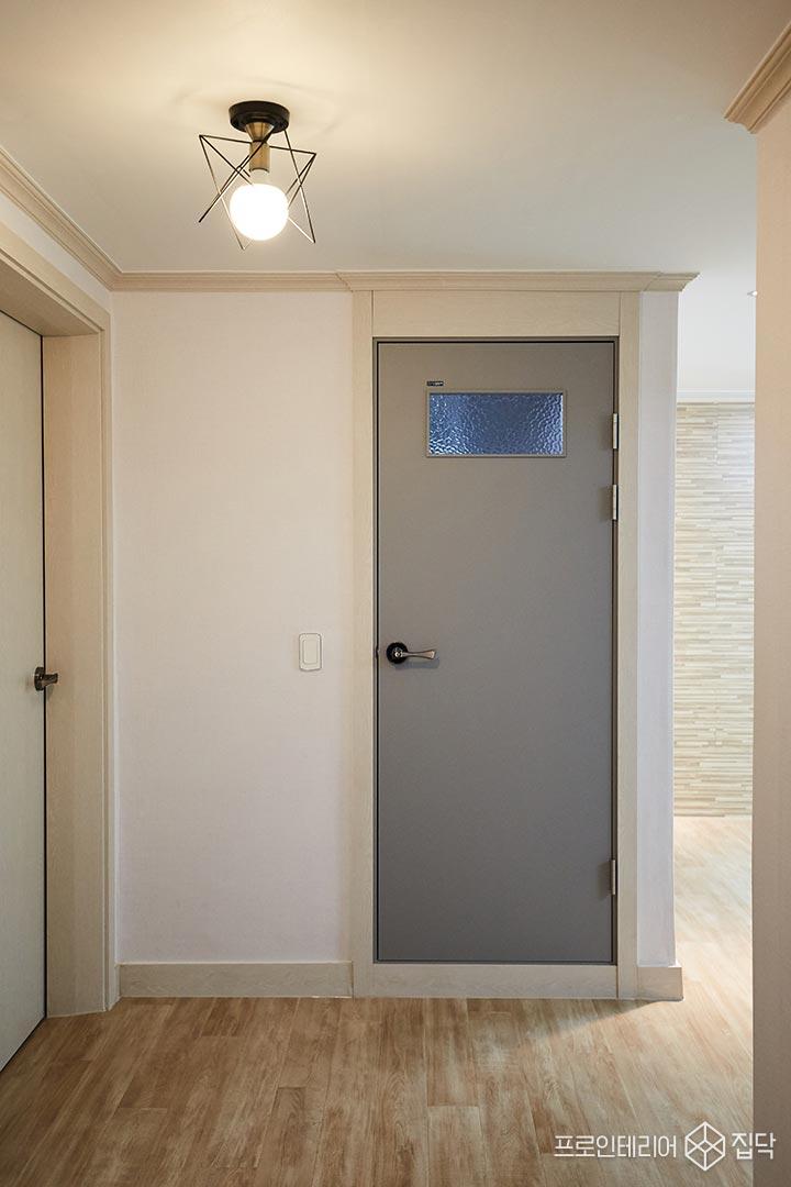 욕실,방문,심플,그레이,아쿠아유리