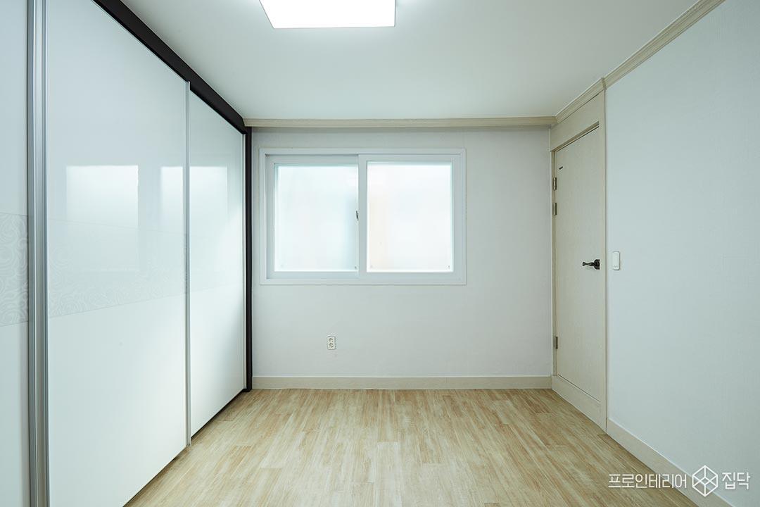 안방,심플,화이트,블랙,욕실문