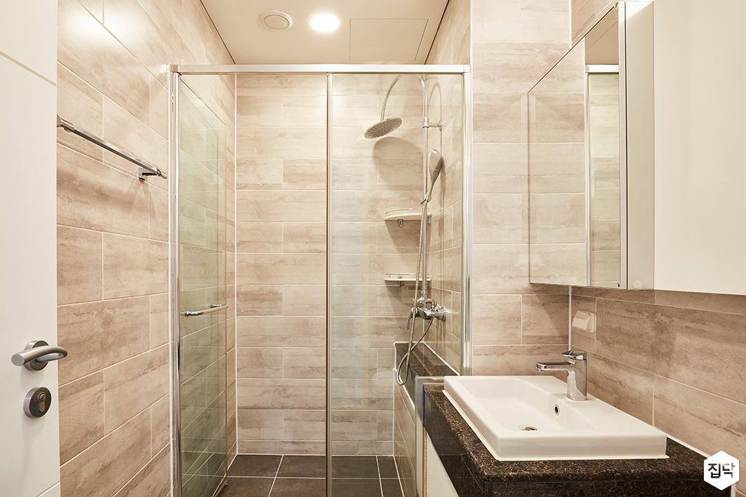 욕실,그레이,모던,유리파티션,해바라기샤워기,코너선반,슬라이딩거울장,세면대