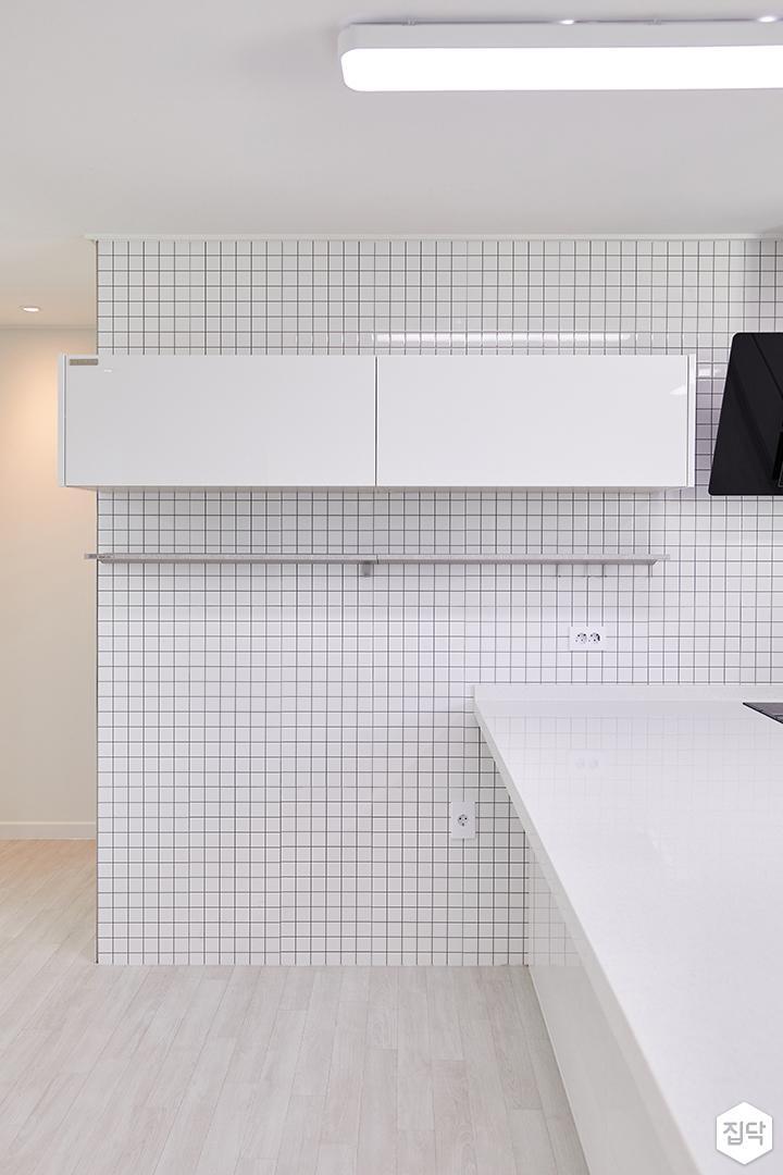 주방,화이트,심플,키큰장,LED조명