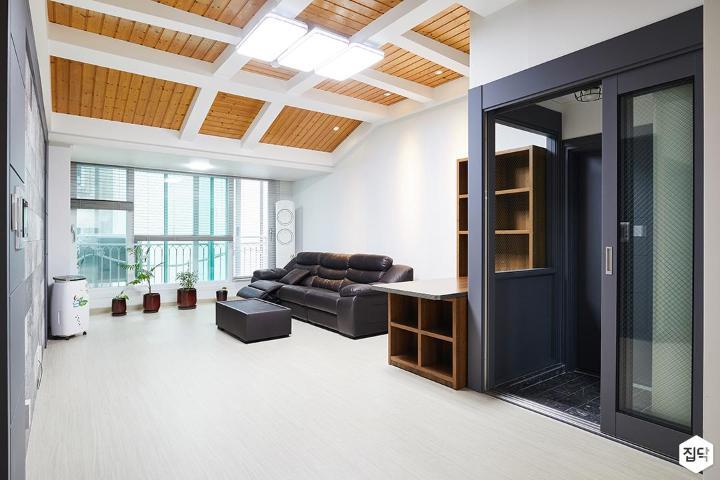 거실,화이트,클래식,LED조명,소파,테이블,선반,수납장