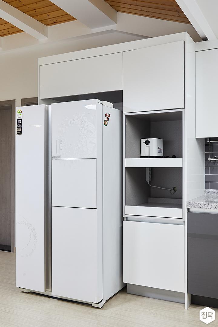 주방,화이트,심플,냉장고장,수납공간