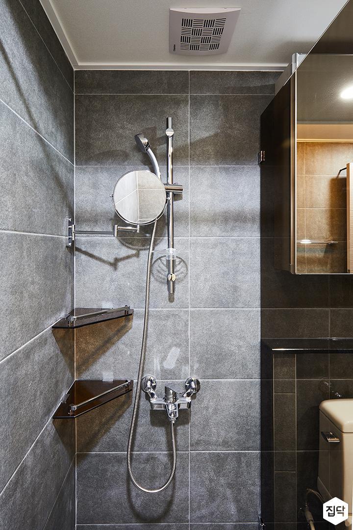 안방욕실,그레이,모던,유리파티션,샤워부스,코너선반,거울