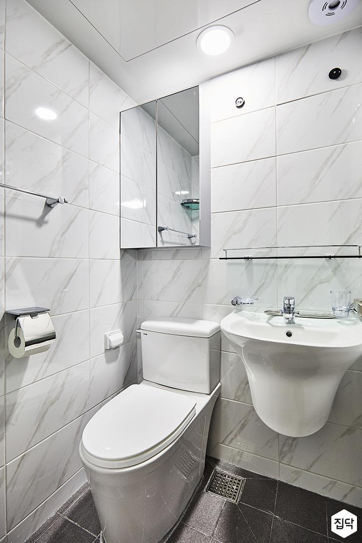 안방욕실,화이트,심플,LED조명,거울장,양변기,세면대