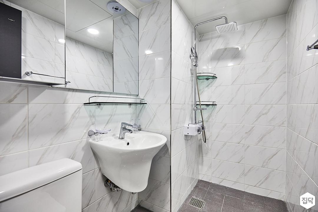 욕실,화이트,심플,거울,세면대,코너선반,해바라기샤워기,비앙코카라라