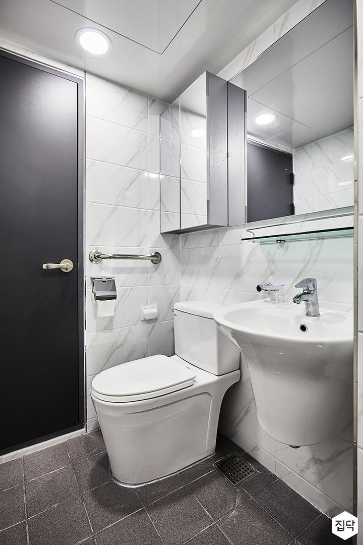 욕실,화이트,심플,거울,거울장,세면대,양변기,비앙코카라라