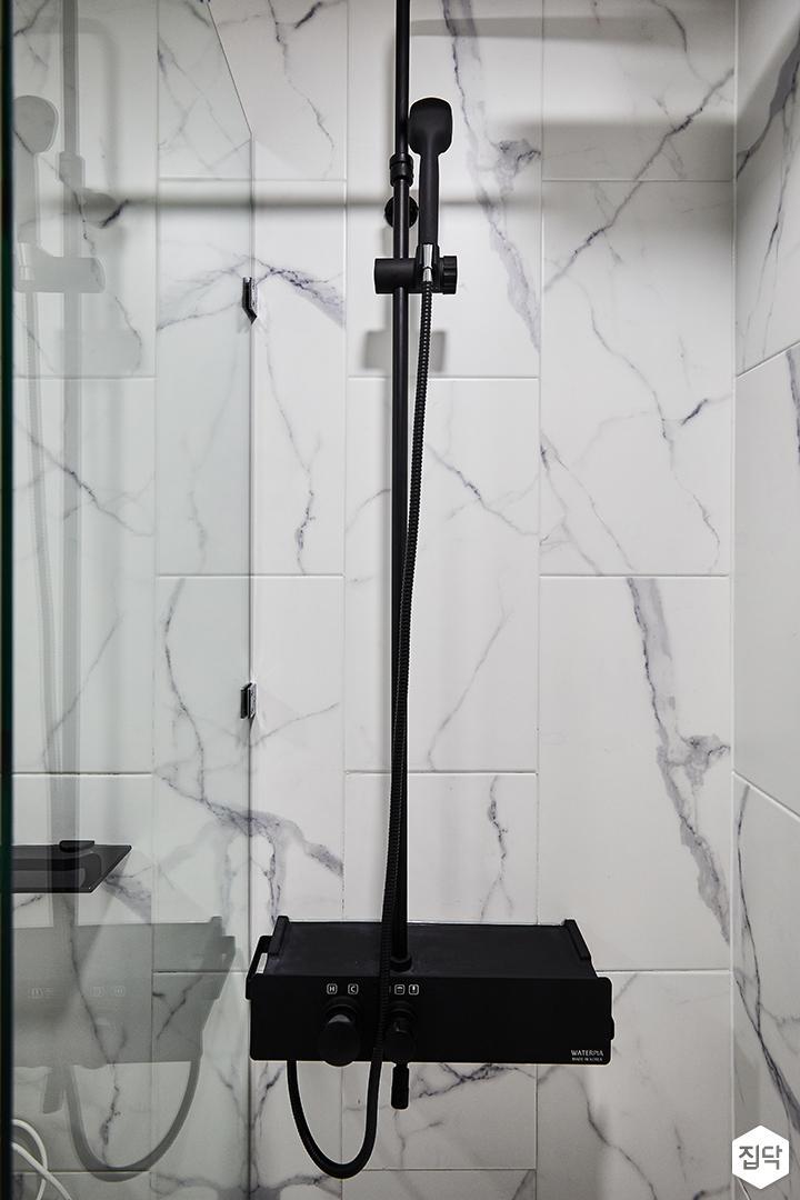 안방욕실,화이트,모던,유리파티션,샤워부스,비앙코카라라