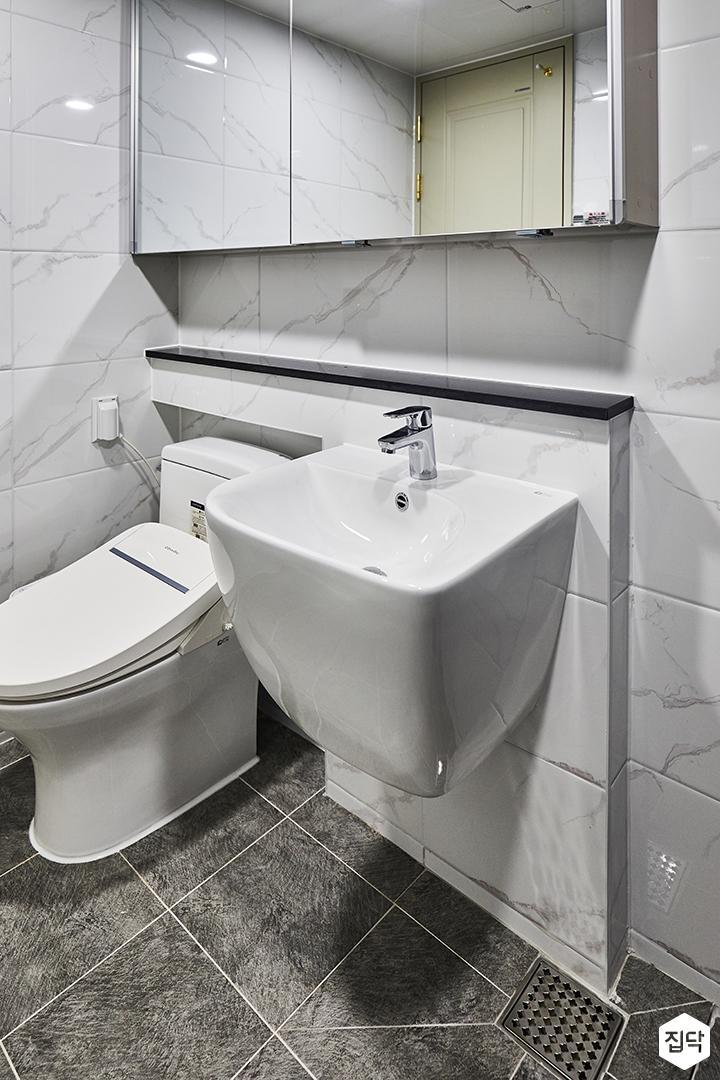 욕실,화이트,심플,슬라이딩거울장,젠다이,세면대,양변기,비앙코카라라