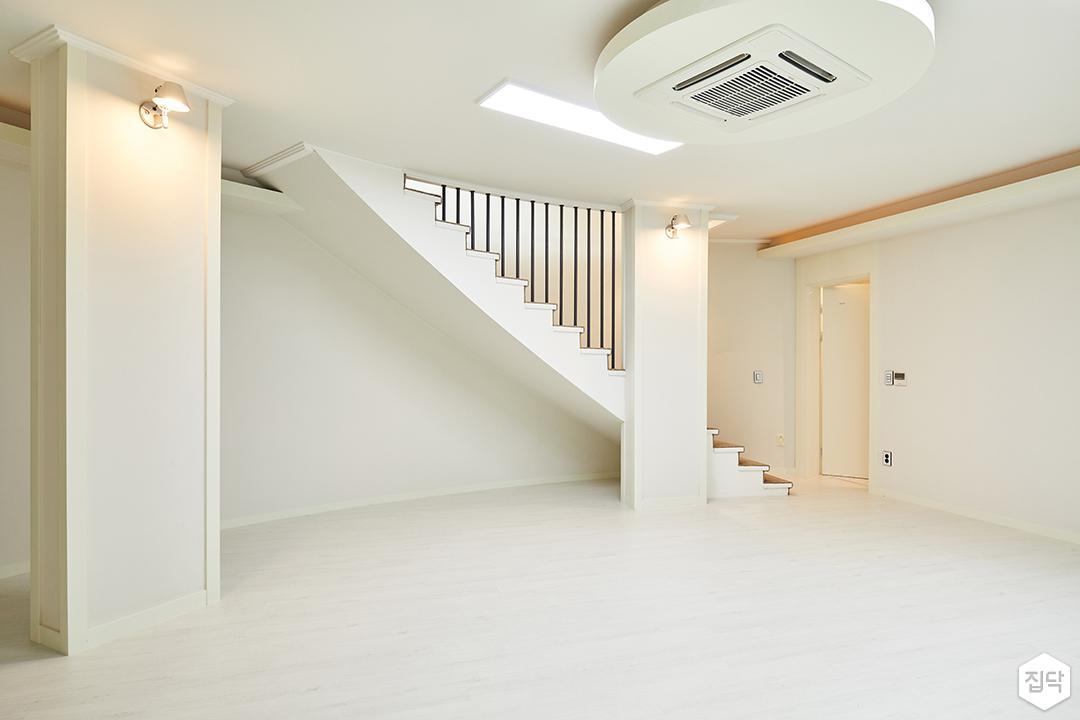 지하층,아이보리,심플,LED조명,슬림엣지조명,브라켓조명,계단,난간