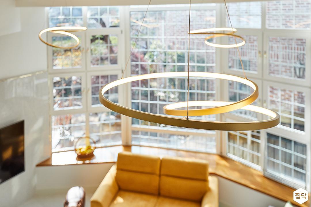 2층,화이트,심플,라인조명