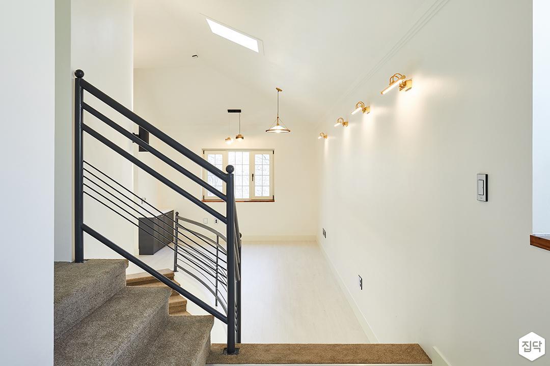 2층,화이트,심플,LED조명,펜던트조명,브라켓조명,계단,난간