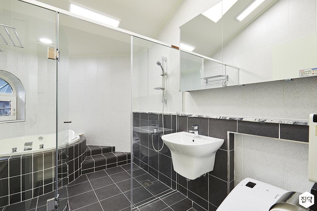 욕실,그레이,심플,LED조명,슬라이딩거울장,젠다이,세면대,유리파티션,샤워부스,욕조