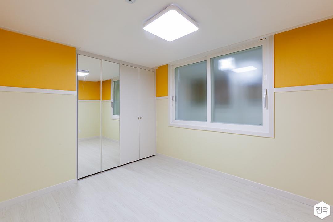 큰방,옐로우,심플,LED조명,붙박이장,거울