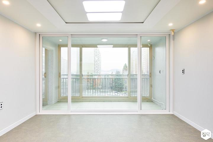 거실,화이트,심플,LED조명,다운라이트조명