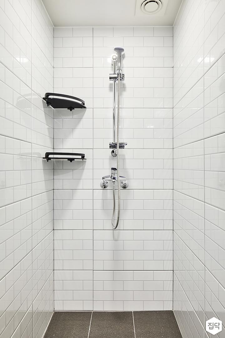 안방욕실,화이트,심플,샤워부스,코너선반