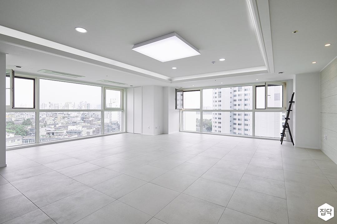 거실,화이트,심플,LED조명,다운라이트조명,우물천장
