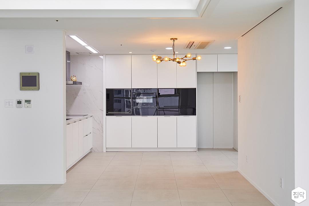 주방,화이트,모던,펜던트조명,다운라이트조명,LED조명,수납장,냉장고장