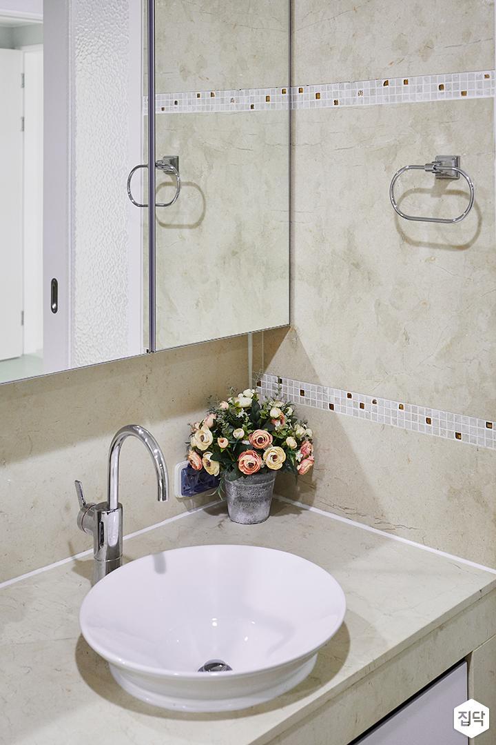 안방욕실,아이보리,심플,거울,거울장,세면대,수납장,수건걸이