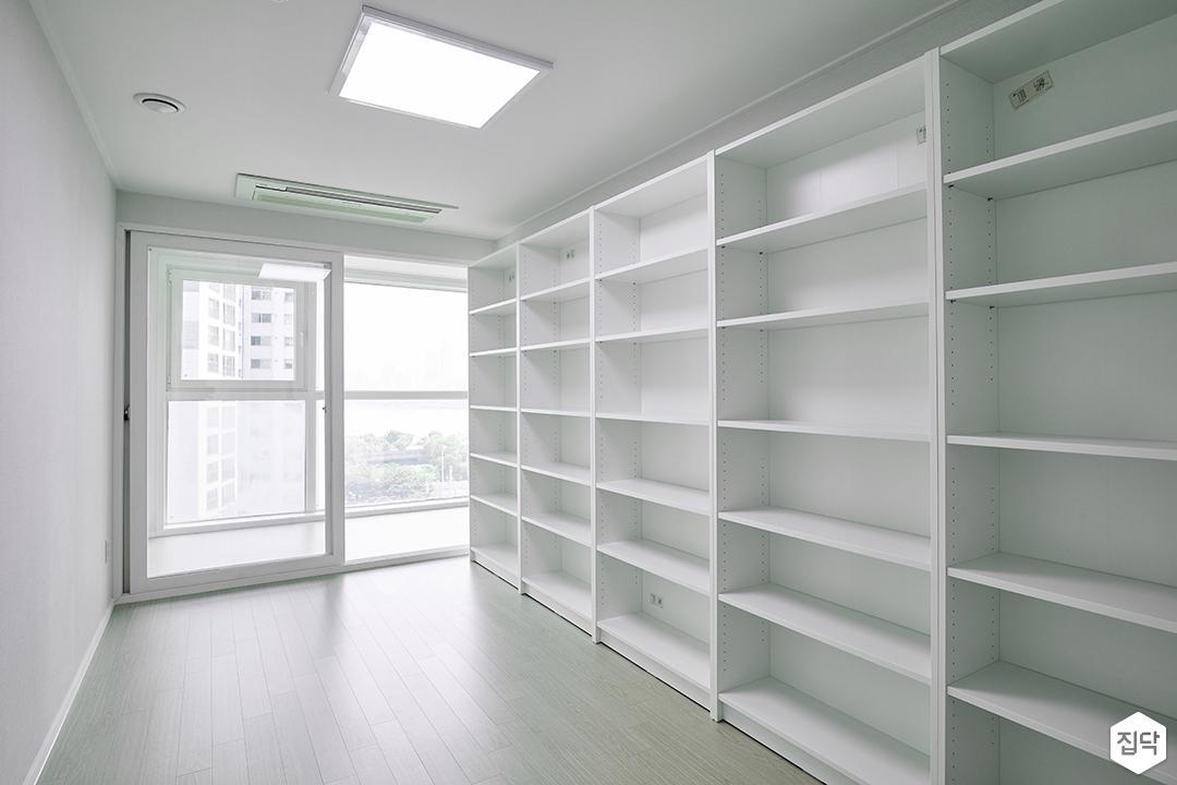 방,화이트,심플,LED조명,선반,수납장,수납공간