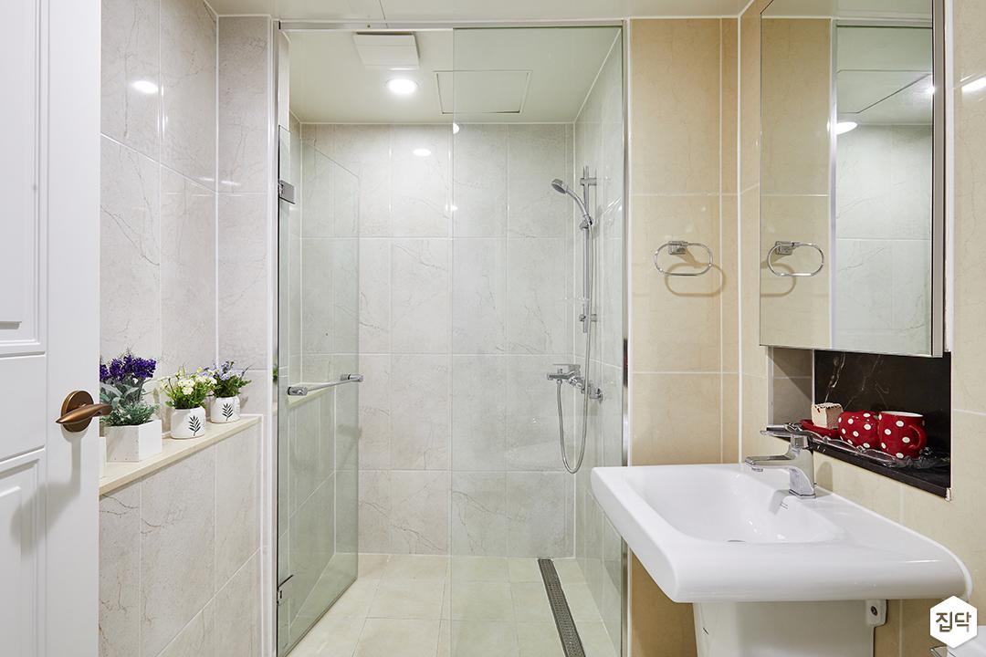 욕실,아이보리,심플,다운라이트조명,젠다이,세면대,거울,유리파티션,샤워부스