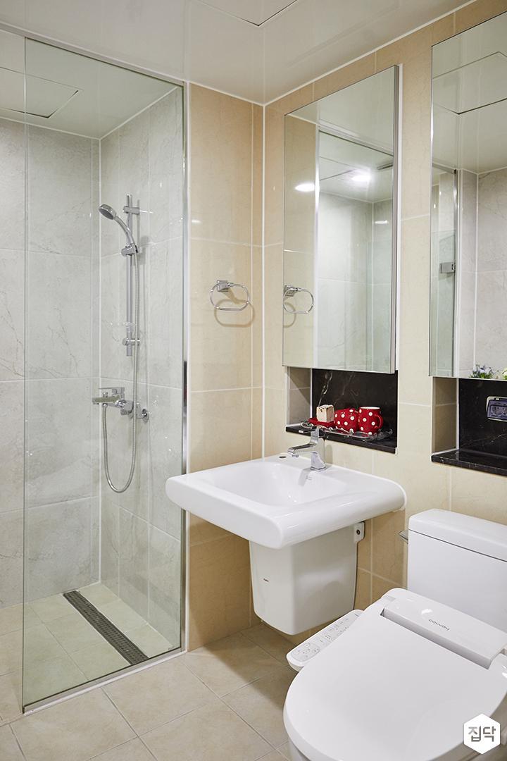 욕실,아이보리,심플,거울,세면대,양변기,유리파티션,샤워부스