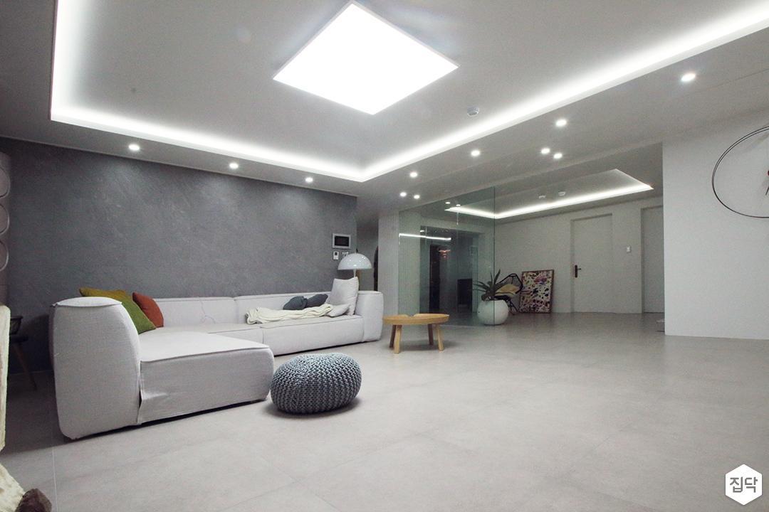 거실,화이트,그레이,심플,LED조명,다운라이트조명,간접조명,소파,테이블