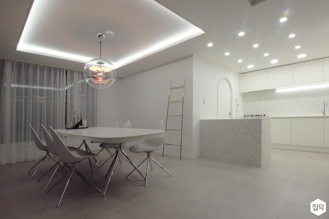 다이닝룸,화이트,모던,간접조명,펜던트조명,식탁,의자,커튼