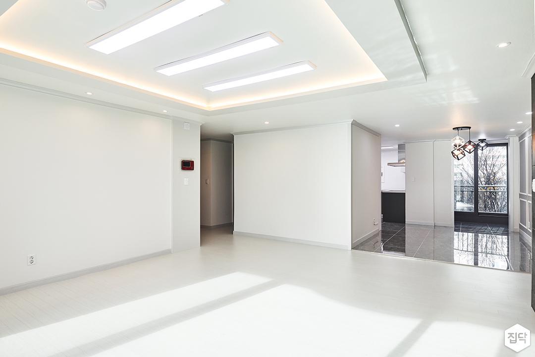 거실,화이트,심플,LED조명,슬림엣지조명,간접조명,다운라이트조명