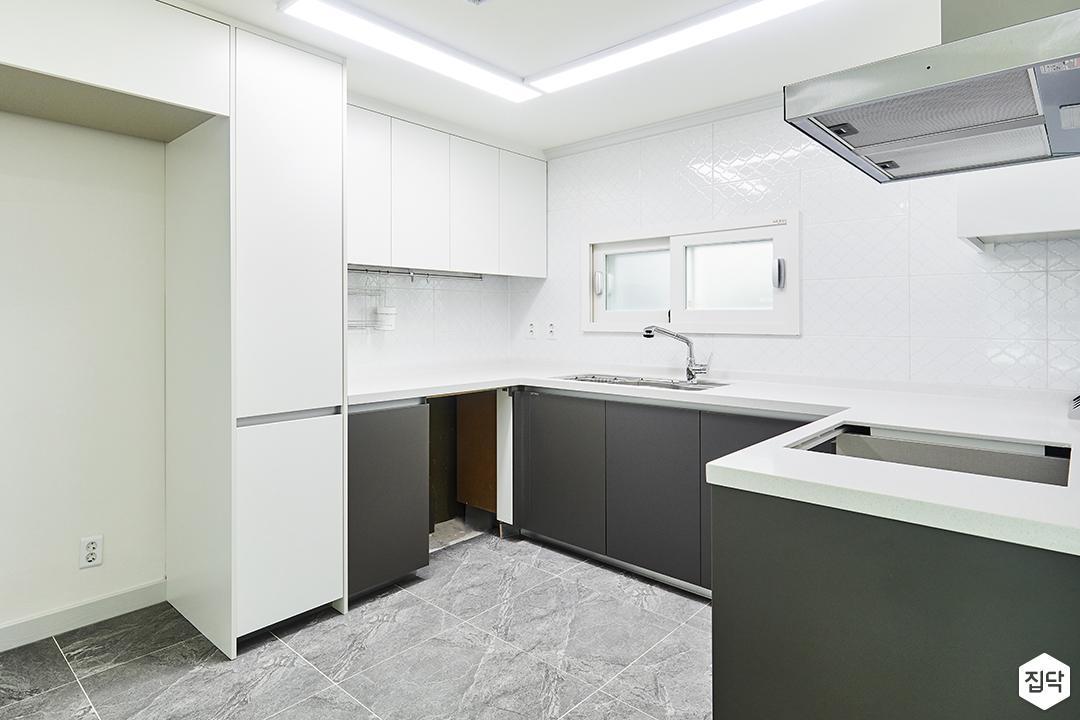 주방,화이트,다크그레이,심플,LED조명,ㄷ자싱크대,수납장,냉장고장