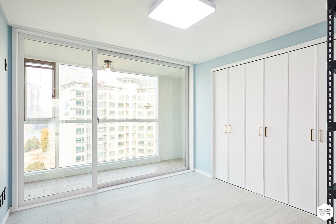 큰방,블루,심플,LED조명,붙박이장