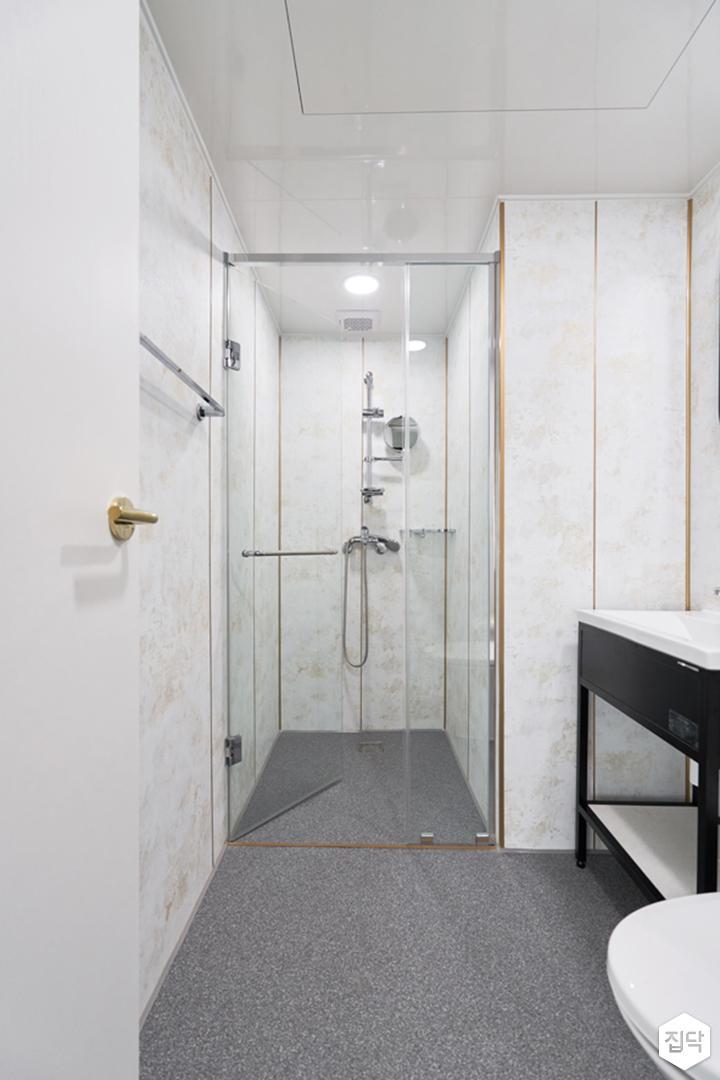 욕실,화이트,골드,클래식,다운라이트조명,유리파티션,샤워부스