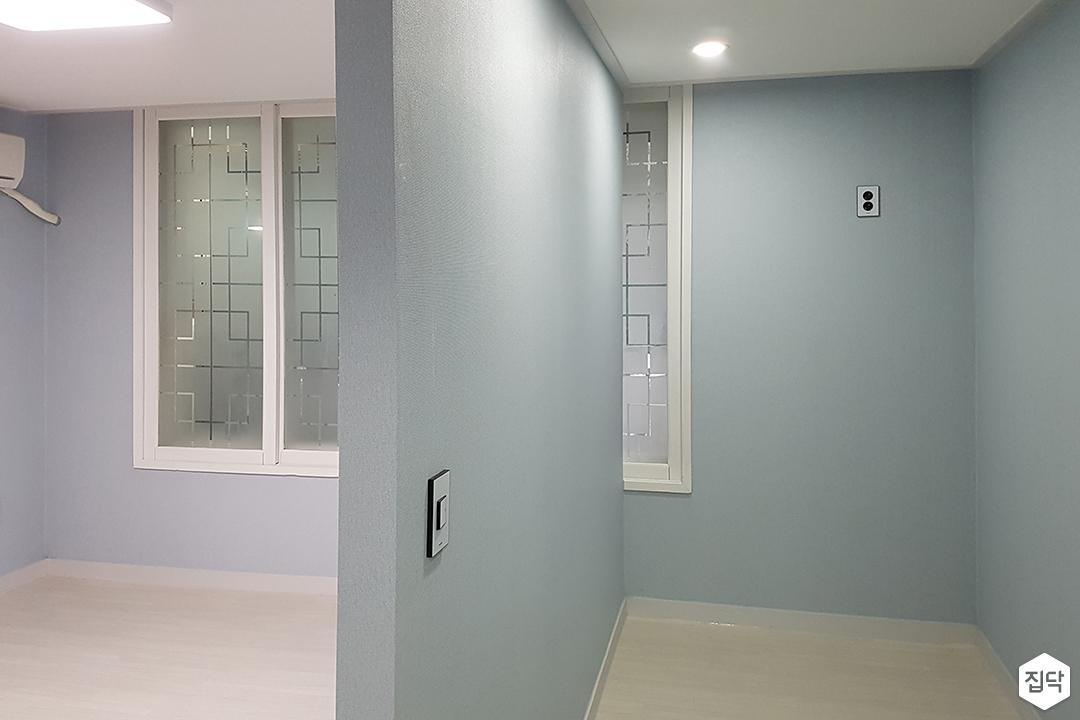 안방,블루,심플,LED조명,다운라이트조명,가벽