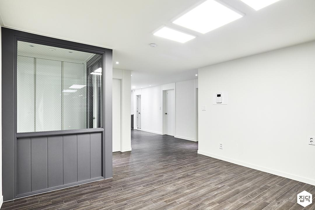 거실,화이트,심플,LED조명,가벽,망입유리