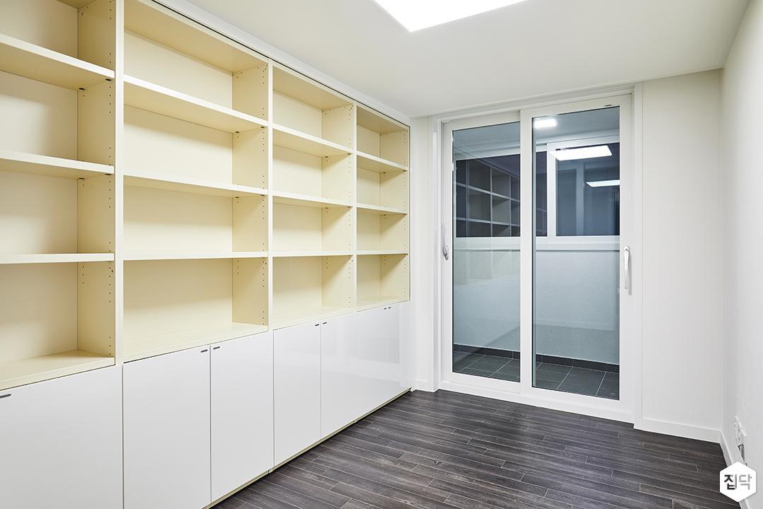 큰방,화이트,심플,LED조명,선반,수납장,책장
