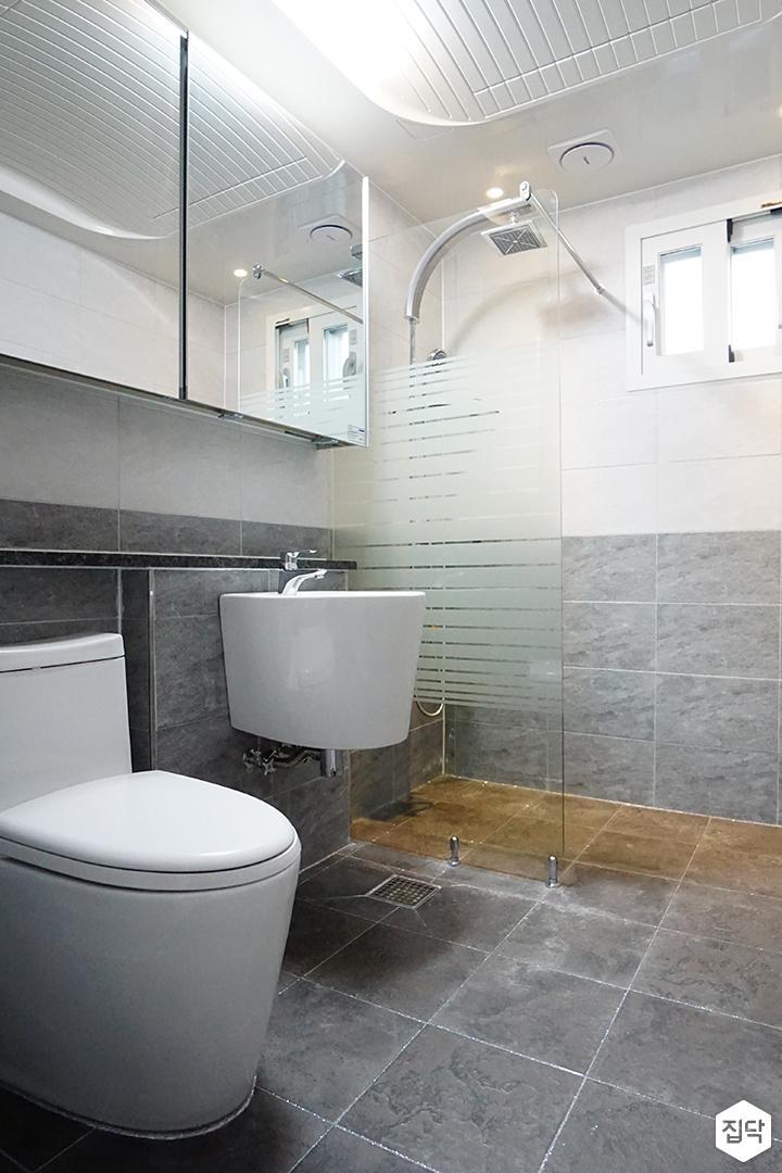 욕실,그레이,심플,슬라이딩거울장,젠다이,세면대,양변기,유리파티션,샤워부스,해바라기샤워기
