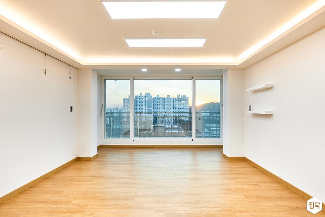 거실,화이트,LED조명,간접조명,슬림엣지조명,무지주선반