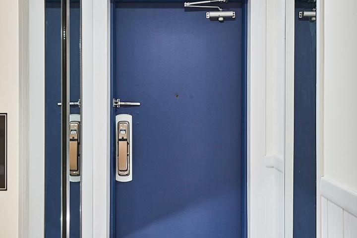 현관,화이트,헥사곤패턴,신발장,거울,모던,블루,하부띄움,간접조명