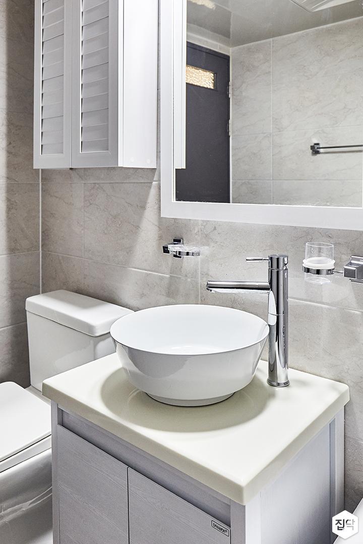 화이트,심플,욕실,세면대,거울,그레이,다운라이트조명