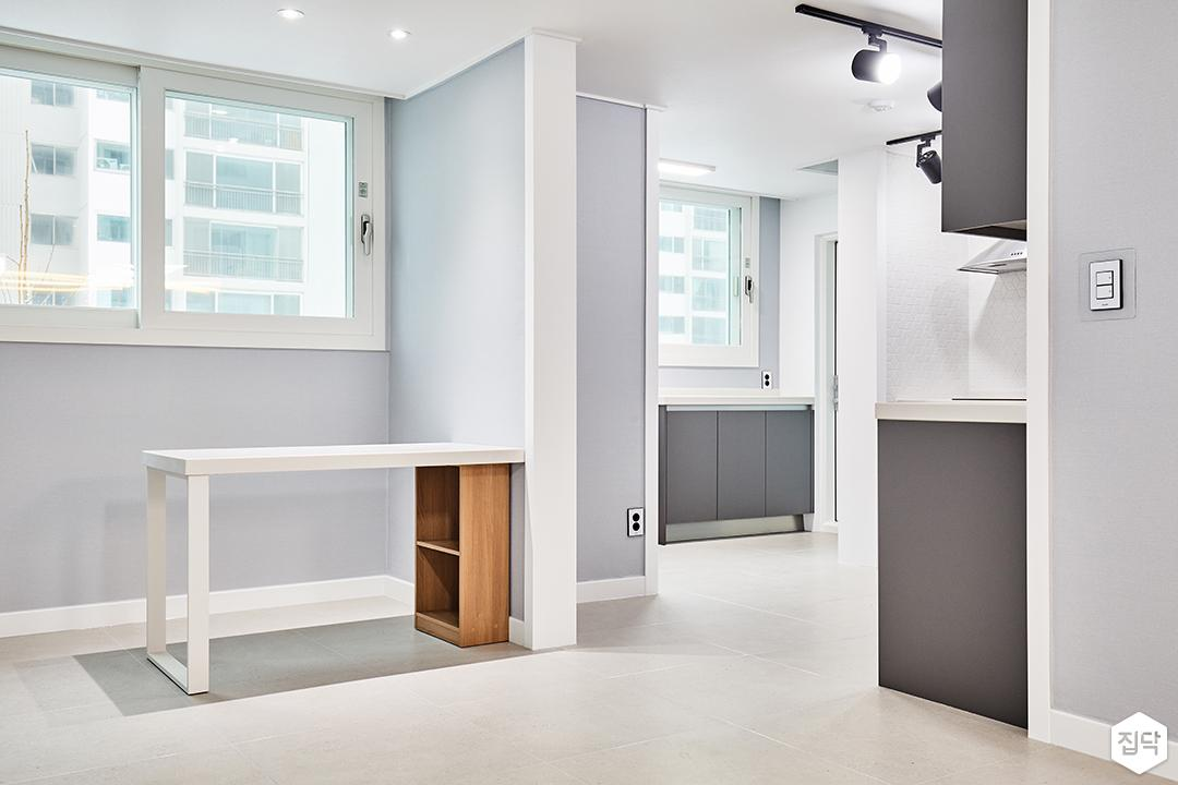 테이블,주방,다용도실,그레이,벽지