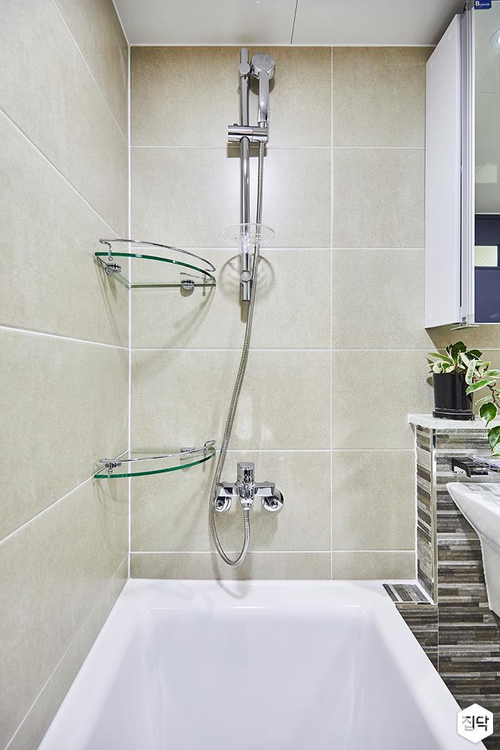 베이지,욕조,코너선반,샤워기