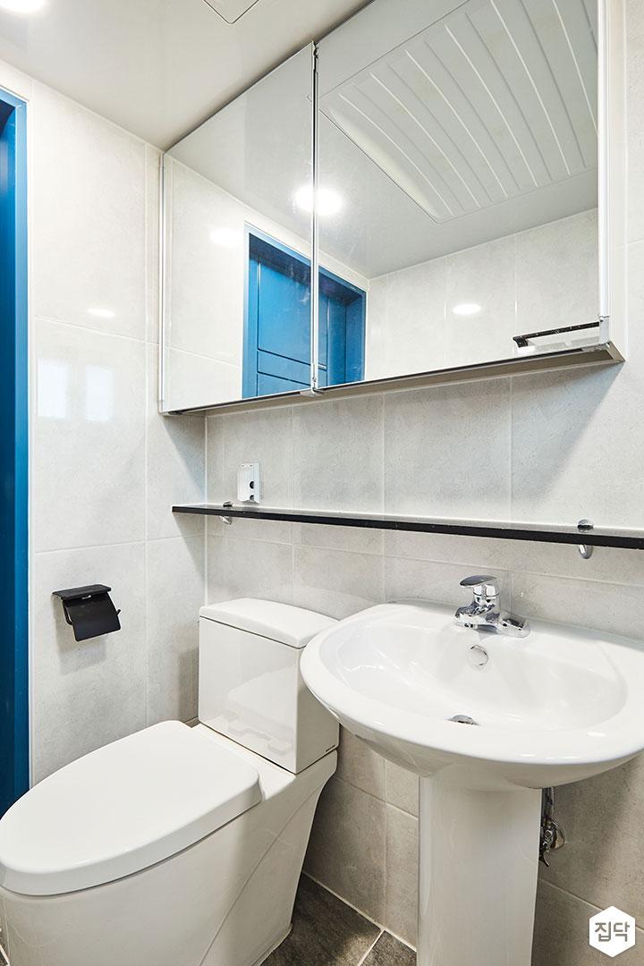 욕실,심플,모던,양변기,세면대,젠다이,슬라이딩거울장,마블패턴
